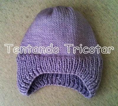 bda12cb7513c3 Ele é super gostoso e rápido de tricotar. O pulo do gato é entender o  processo das abas que cobrem as orelhas