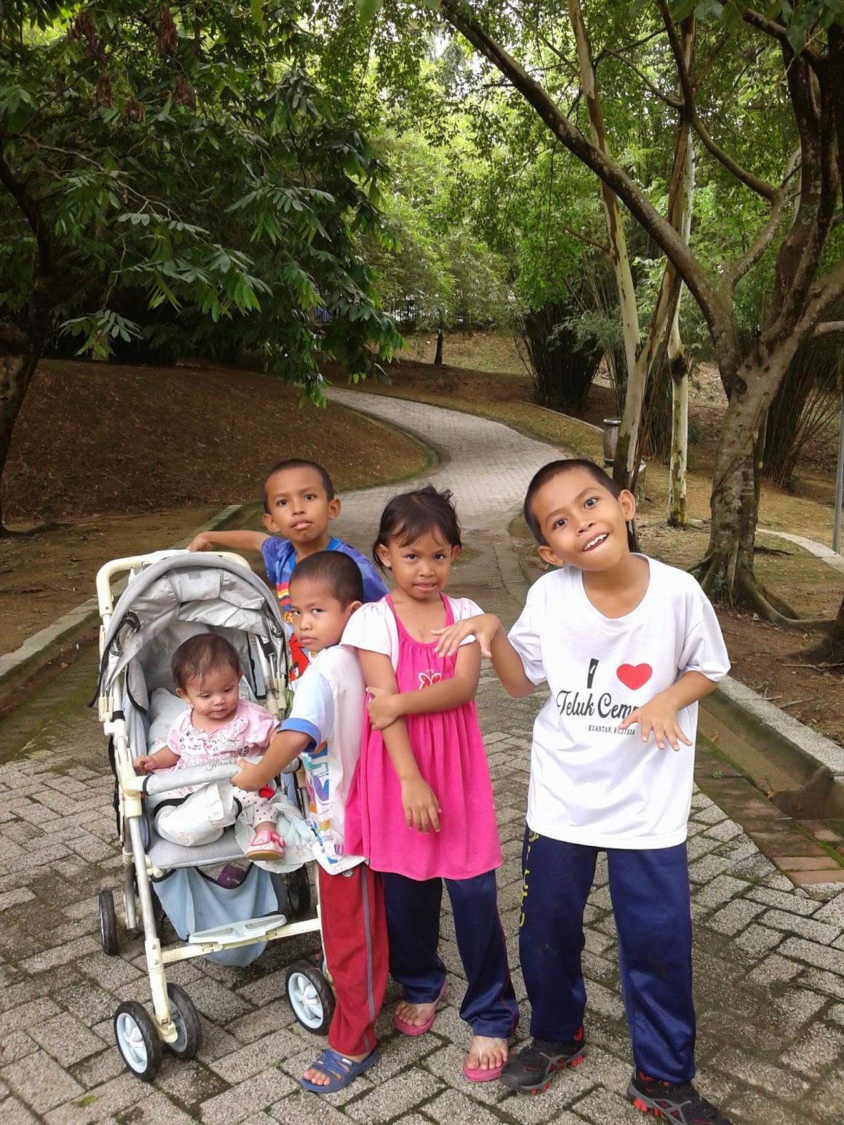 http://fiezabard.blogspot.com/2014/09/jogging-jogging-manja-di-taman-rekreasi.html