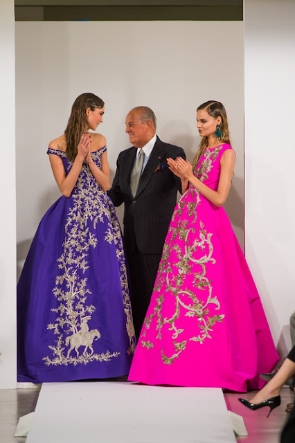 Oscar de la Renta at his finale with models Karlie Kloss and Magdalena Frackowiak