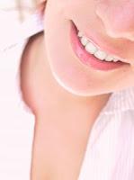Piękny biały i zdrowy uśmiech.