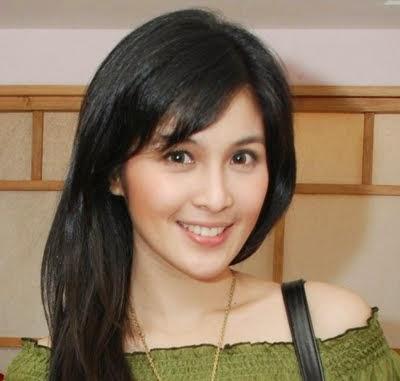 Cantik Alami Sandra Dewi