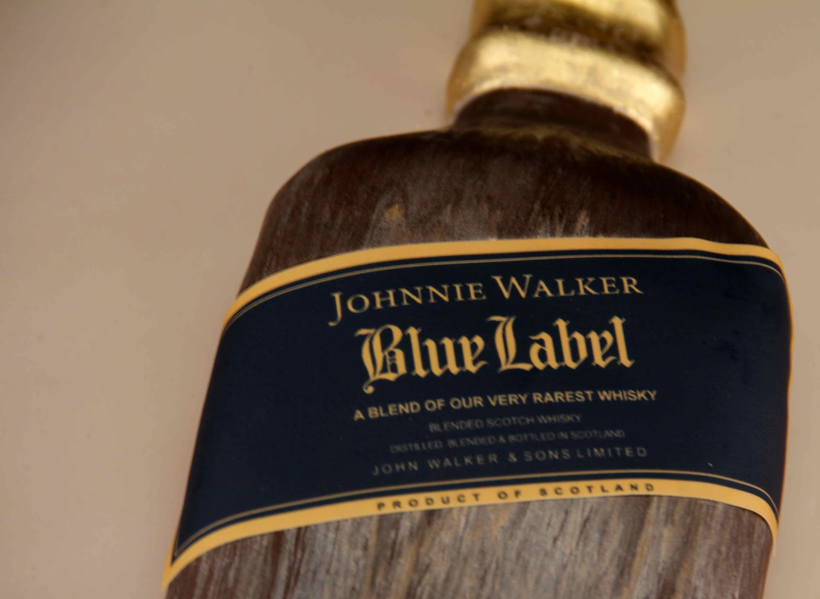 Johnnie Walker Blue Label Cake http://bakerzdad.blogspot.com/2012_09_01_archive.html