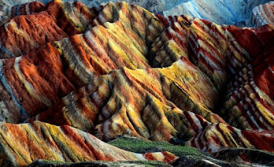 Gunung Berwarna Pelangi - infolabel.blogspot.com