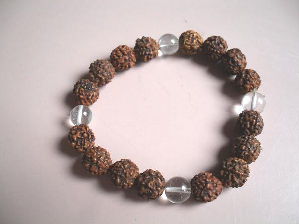 Pulsera de Rudraksha y spatika (cristal de cuarzo)