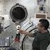 Una conversazione storica tra un robot e un astronauta