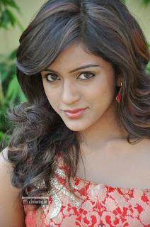 Actress-Vithika-Sheru-Stills-at-Prema-Ishq-Kadhal-Platinum-Disc-Function