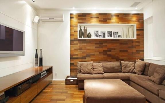 móveis projetados com madeira nobre, parede revestida vasos e mais