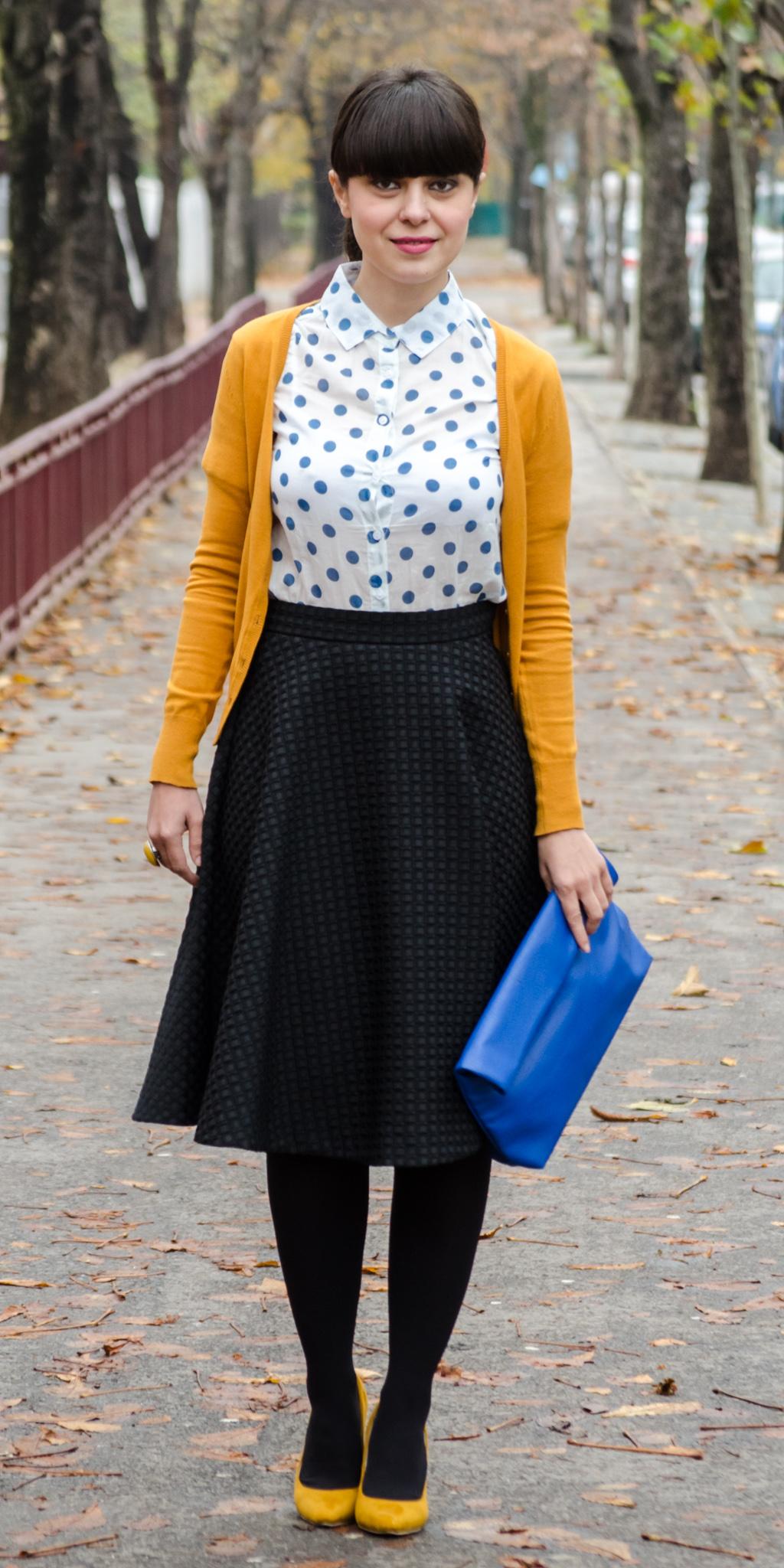 black midi skirt h&m mustard high heels poema cobalt blue clutch new yorker blue dots shirt dotty sweater c&a