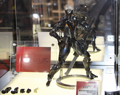 Square Enix Play Arts 2013 Toy Fair Display - Metal Gear Rising Revengence Raiden figure