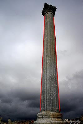 Zdjęcie przedstawiające kolumnę w Kurion, Cypr, błąd perspektywy, kompozycja