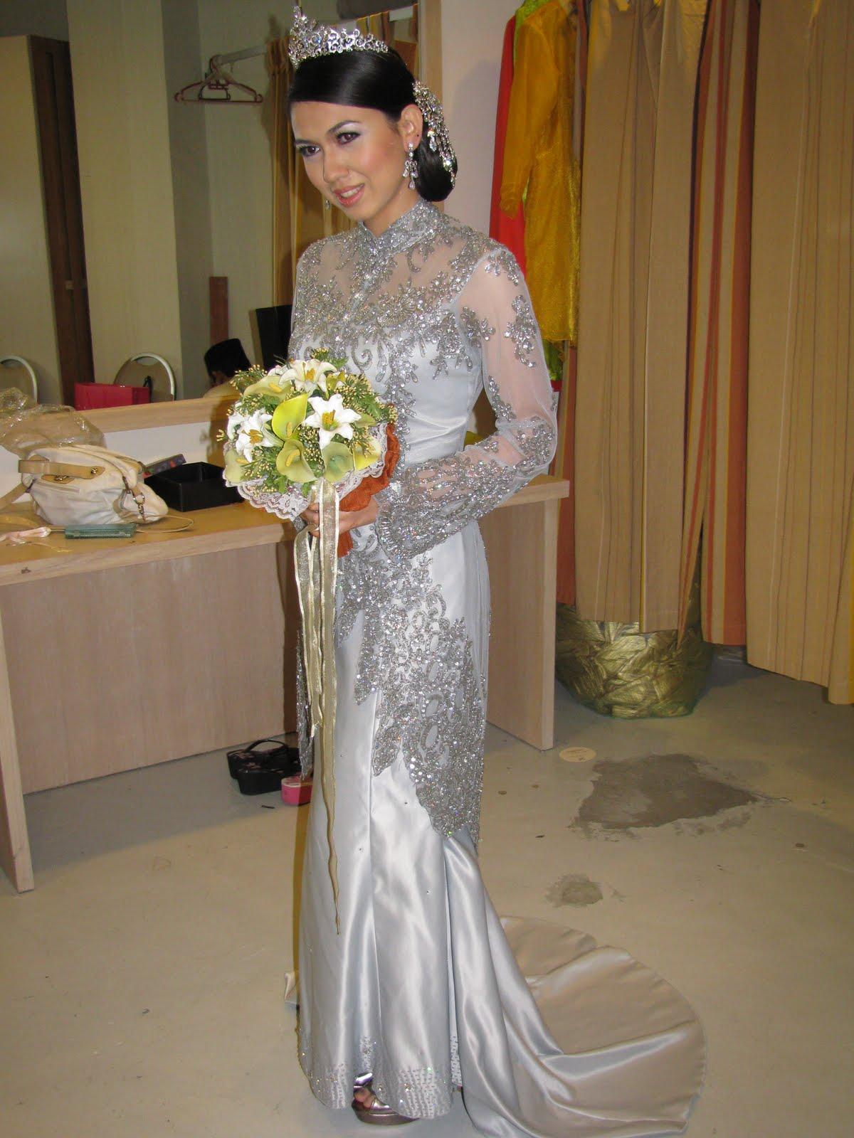 butik pengantin dengan pelbagai rekaan baju pengantin yang terkini