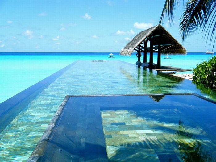 Hmmpedia amazing swimming pools for Most amazing swimming pools in the world