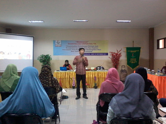 Kak Ojan Pendongeng di STIT Islamic Village
