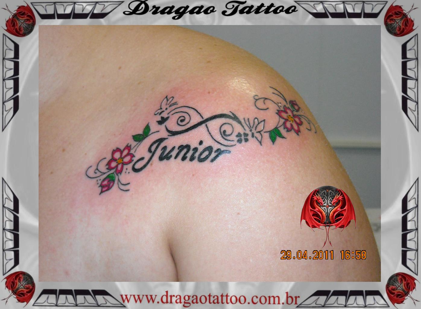 Tatuagens Femininas: 160 Fotos Perfeitas para inspirar! - Fotos De Tatuagem De Flores No Ombro
