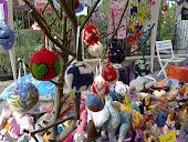 Le palline di natale fatti a ferri e con la lana