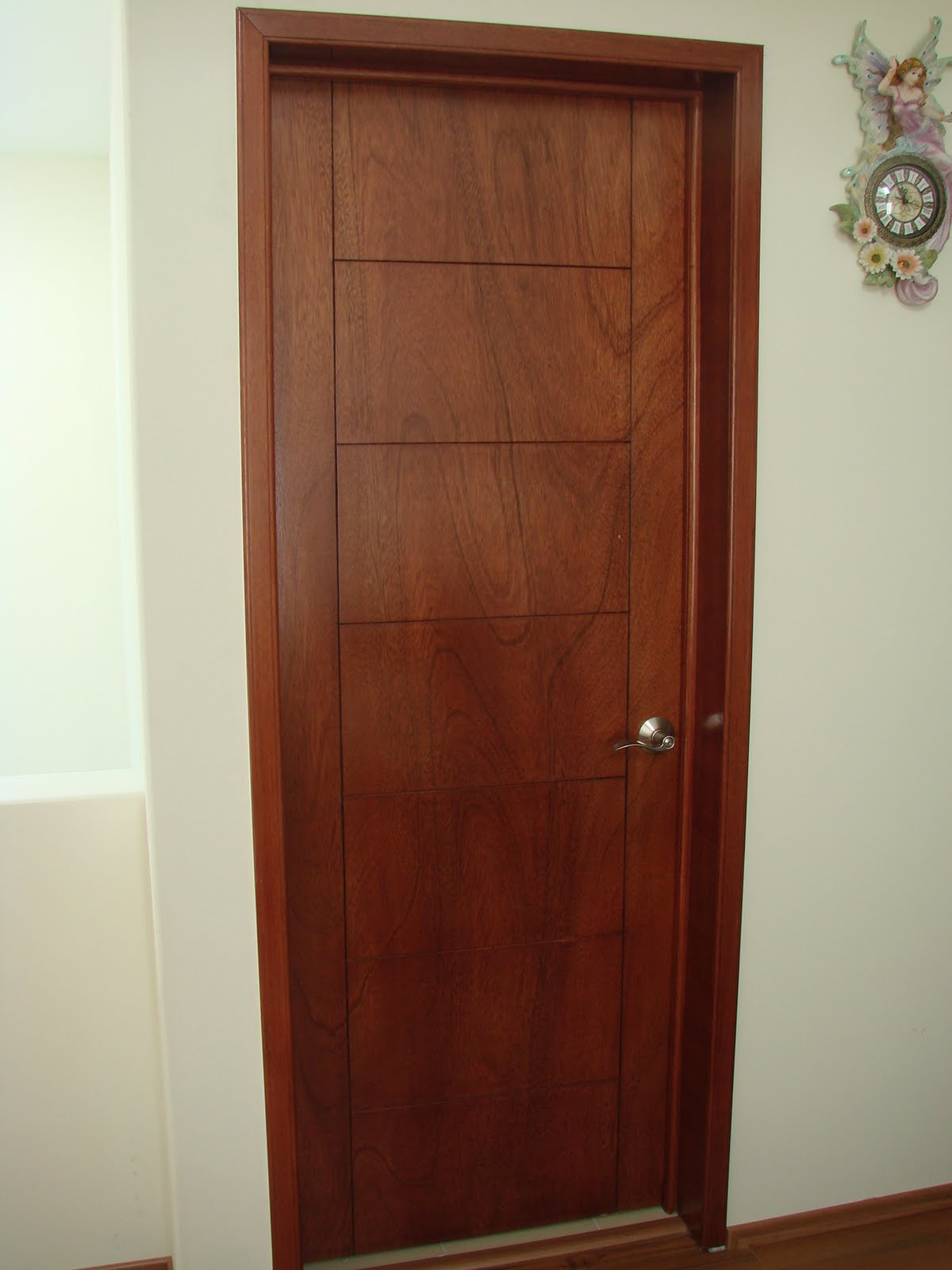 Puertas de aluminio para ba o color madera for Puertas lisas baratas