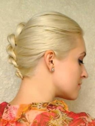 How-to-Style-a-Knotted-Chignon-1