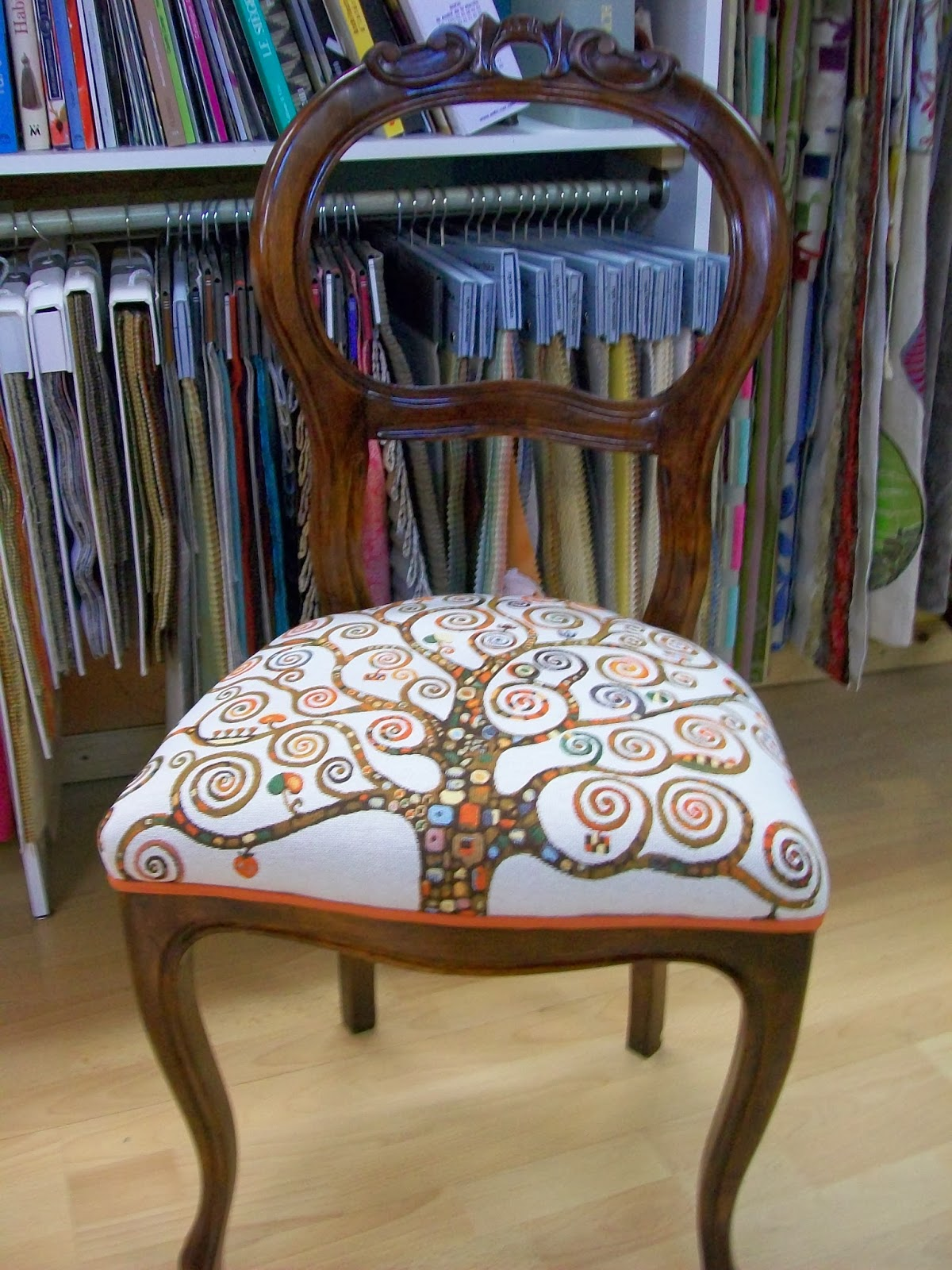 l 39 chaise style louis phillipe. Black Bedroom Furniture Sets. Home Design Ideas