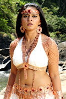 http://spicy-jet.blogspot.com/2013/01/anushka-new-film-alex-pandian-hot-photos.html