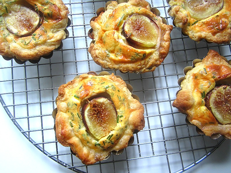 Donna Hay's Fig & Goat Cheese Tartlets: makes 8 tartlets