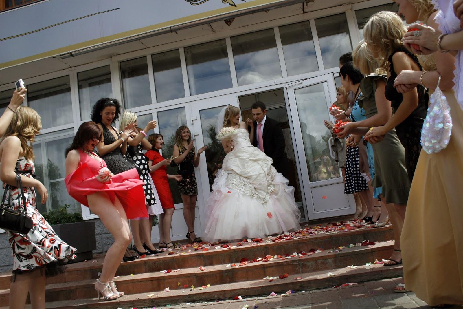 Смотреть фото у невест под юбками 8 фотография