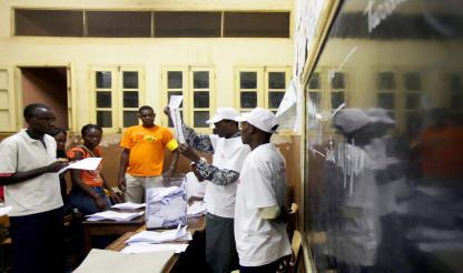 São Tomé: Bê-à-bá da democracia em escola primária, com contagem de votos em voz alta