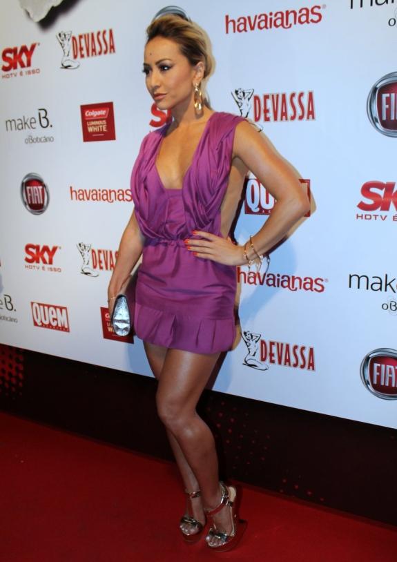 Sabrina Sato: Vestido decotado