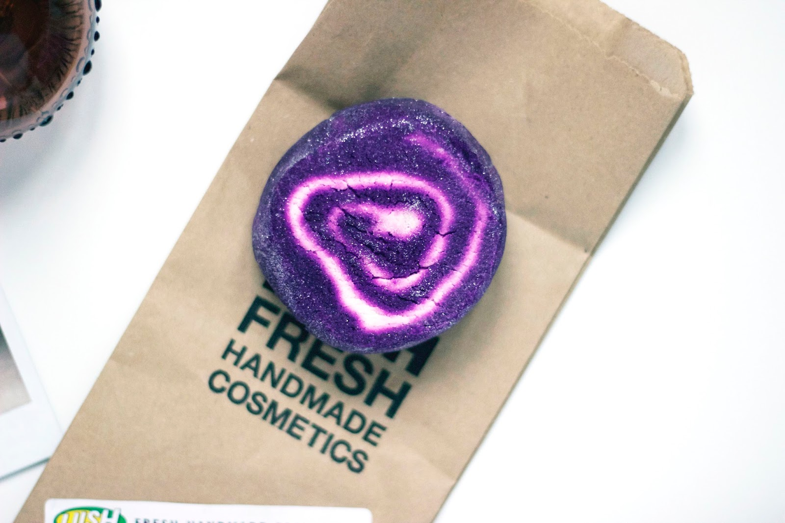 Lush Bubble Bar, Lush Bubble Bar Bar Humbug, Lush, UK Bloggers, Beauty, Review, Beauty Bloggers, katiewrites, Katie Writes Blog, Katie Writes, KatieWritesUK, katiebwrites, lush, bubble bars, bar humbug, bubbles,