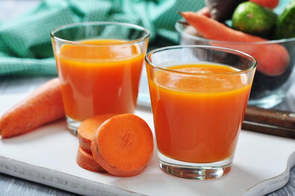 عصير الجزر والأناناس والبرتقال