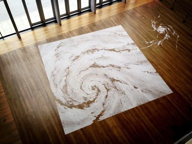 motoi yamamoto artiste japonais d'art contemporain performance dans une pièce, labyrinthe de sel gaphique dessin