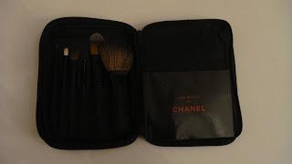 Les Minis de Chanel bag open
