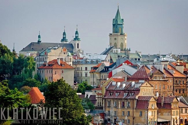 Lublin. Panorama miasta z zabytkami w postaci archikatedry i wieży Trynitarskiej.