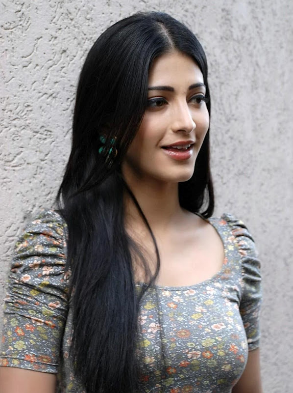 Shruthi hassan unseen photos with tight blue jeans and t-shirts
