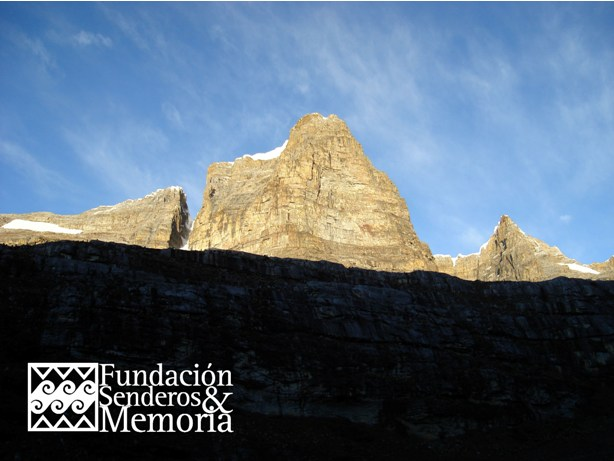 Fundaci n senderos y memoria traves a en la sierra nevada for Paredes orientales