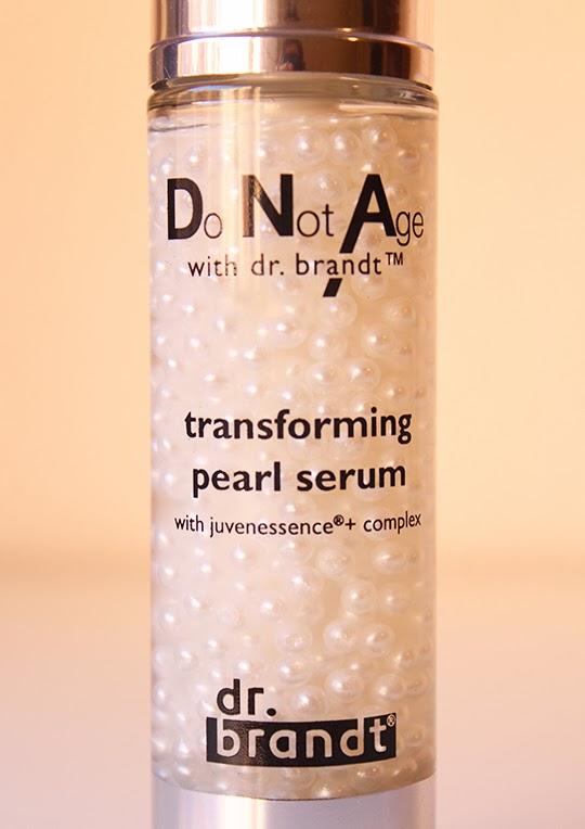Textura en perla del serum Pearl de Dr. Brandt