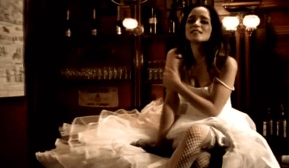 Julieta Venegas vestida de novia
