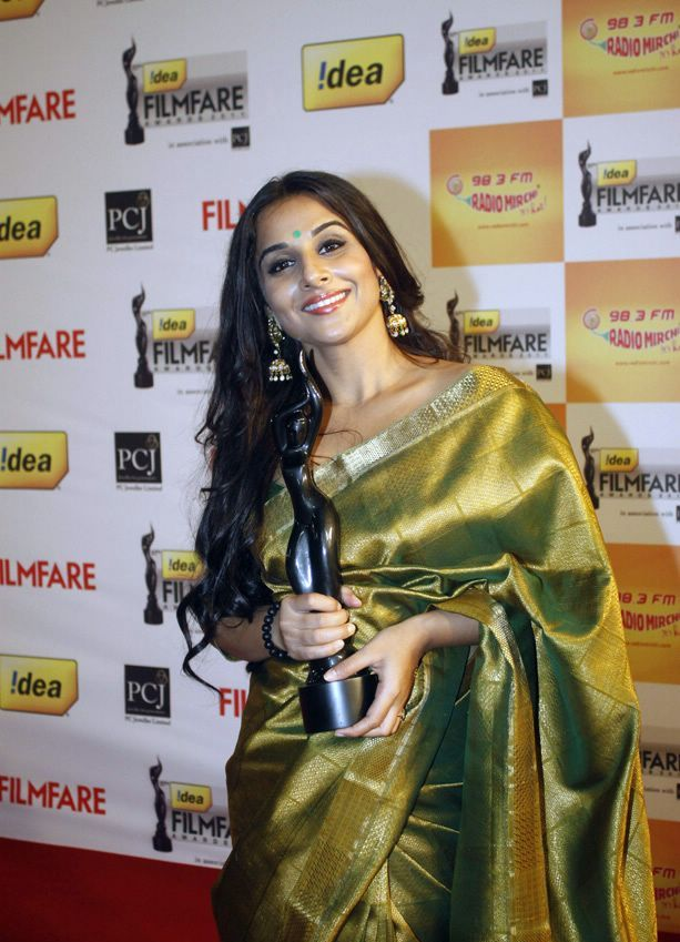 Vidya Balan with filmfare Award in hands1 - Vidya Balan with Filmfare Award in Green Saree