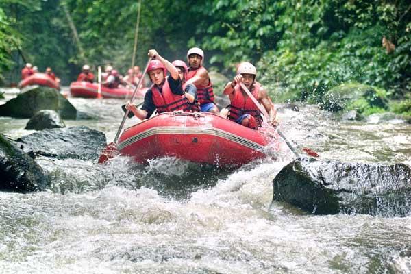 http://3.bp.blogspot.com/-Fn4ClUk2W7U/Tcu7cVvkrVI/AAAAAAAAAI0/9SZIcTNkMiI/s1600/ayung-rafting.jpg