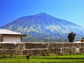 DipoTrijoyo-Nu5antaraBlogspotcom-Gambar-Lima+Gunung+Tertinggi+Di+Pulau+Jawa-Wikipedia-Arjuno.jpg