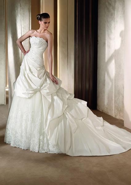 robes de mariage robes de soir e et d coration robe de mariee avec longue traine. Black Bedroom Furniture Sets. Home Design Ideas