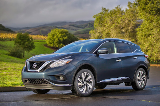 Front 3/4 view of 2015 Nissan Murano.