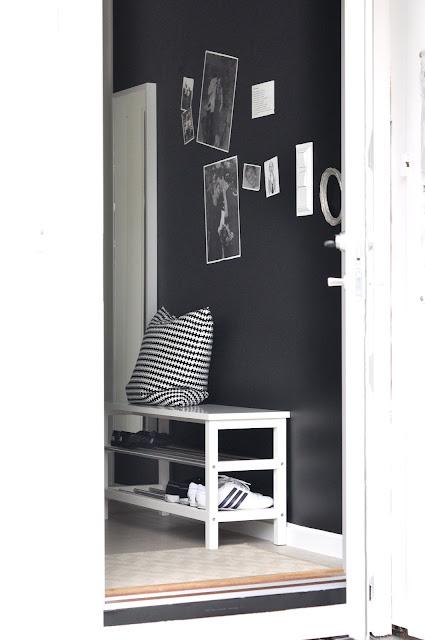 Un recibidor al mas puro estilo n rdico blanco y negro - Recibidor nordico ...