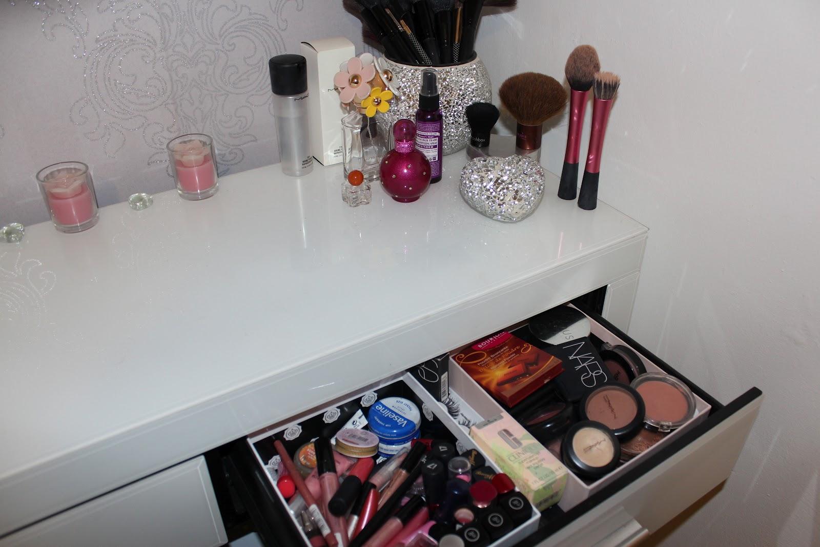 Sophia x*: Dressing Table (Vanity) Set Up