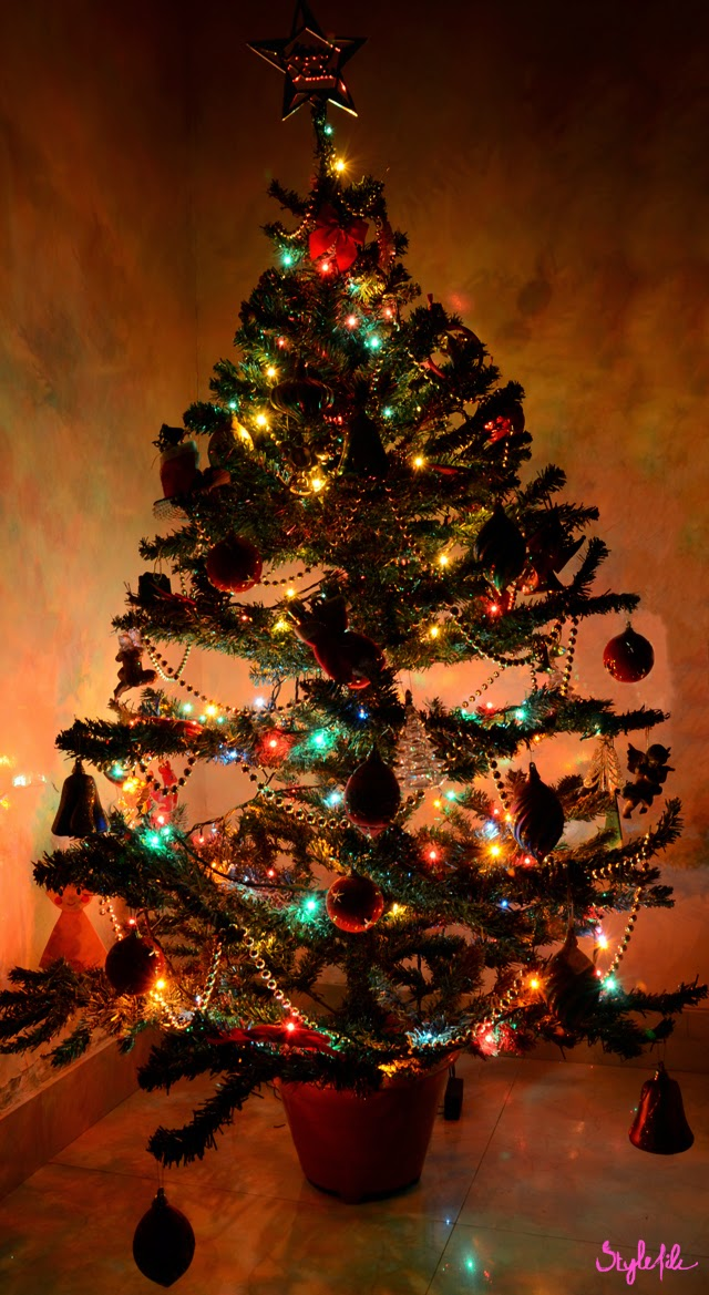 christmas, christmas tree, lights, gold, star, decor, lifestyle, style file india