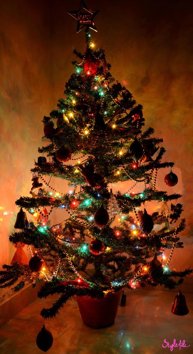 christmas, christmas tree, lights, gold, star, decor, lifestyle, style file india