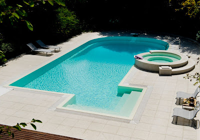 diseño de piscina en jardín