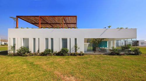 Maple House by Martin Dulanto Arquitecto
