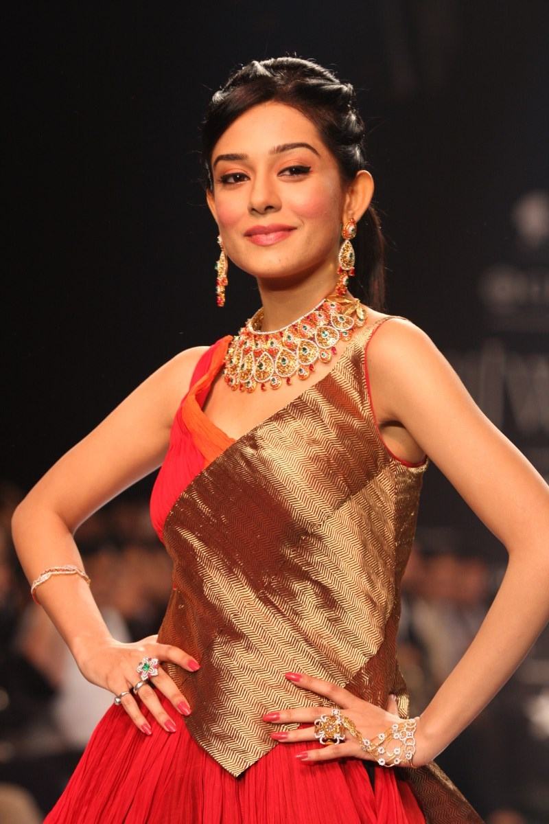 Agni rao for amrita jewellers at iijw recommendations dress for autumn in 2019