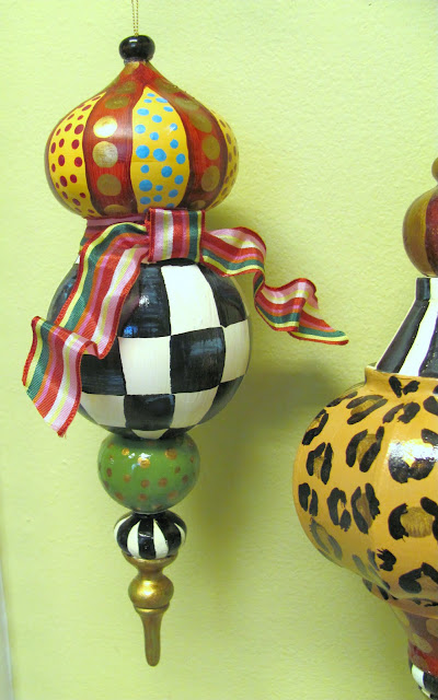 large finial ornament shape black and white checks