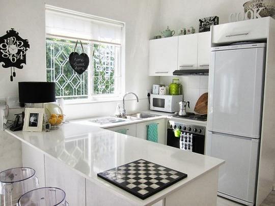 desain interior dapur kecil dengan meja mini bar car